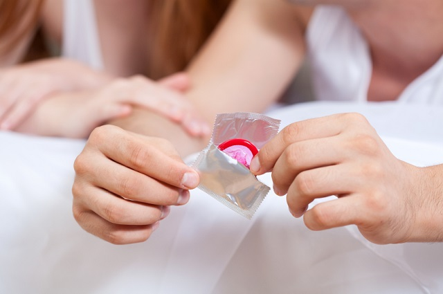 comment mettre un préservatif